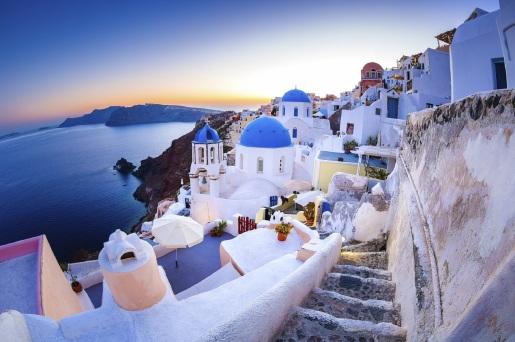 Santorini-Oia-village-iStock_000025483797_Large